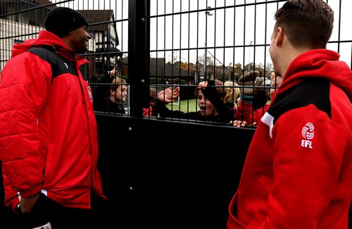 Video: City Duo Drop In For EFL Kids Cup