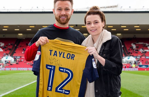 Lucky Fan Gets Taylor's Signed Shirt