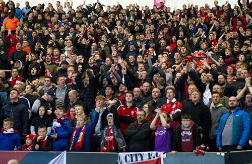 Biggest league crowd anticipated for Wolves clash
