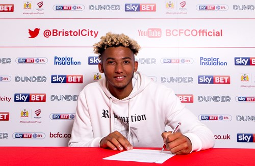 Kelly pens new City deal
