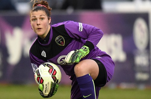 Earps Earns England Call-Up