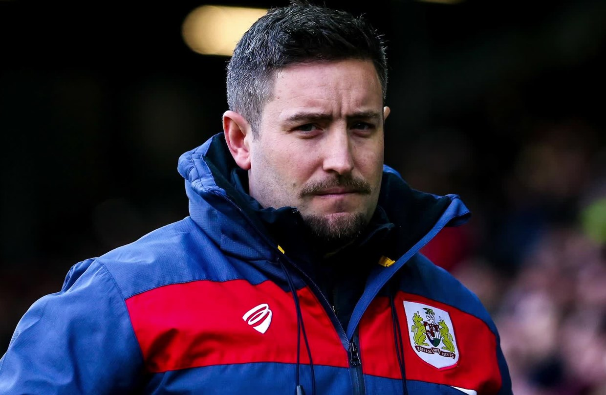 Audio: Lee Johnson Post-Leeds United away press conference thumbnail