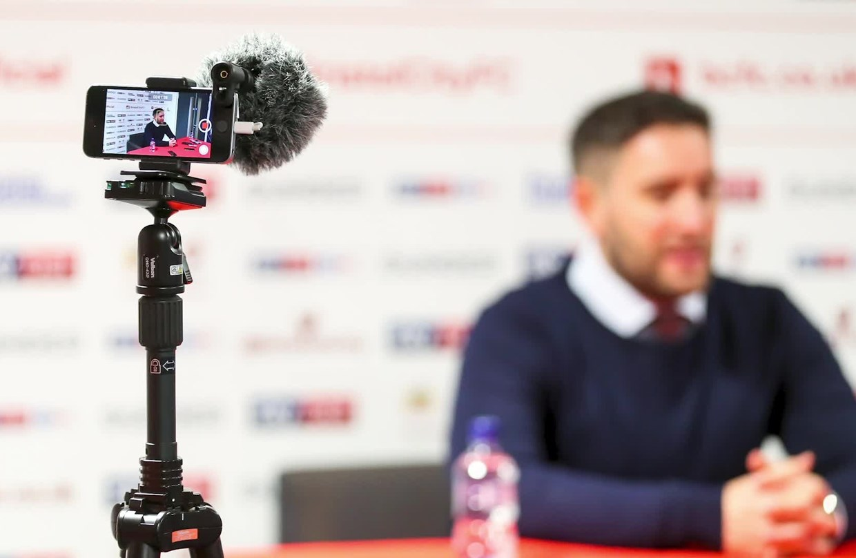 Audio: Lee Johnson Pre-Leeds United home press conference thumbnail