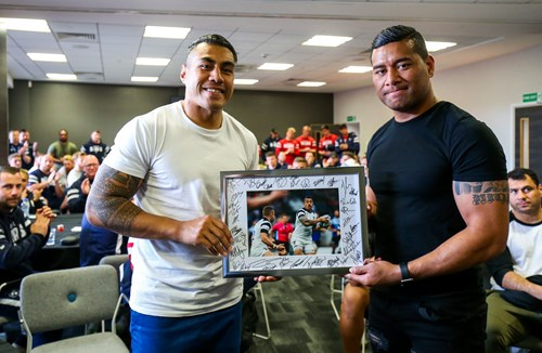 Gallery: Bears team run and departing player presentation