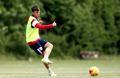 New contract and league loan for City youngster