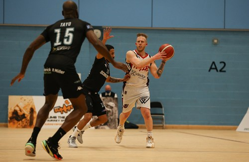 Highlights: Surrey Scorchers 87-90 Bristol Flyers