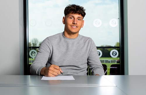 Wiles-Richards signs two-year contract