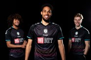 Robins release new away kit